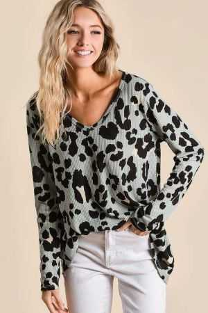 LEOPARD TEXTURED KNIT DEEP U NECK TOP